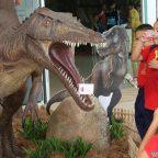 เด็กๆปลื้มได้สัมผัสไดโนเสาร์จำลองขยับได้เหมือนในหนังที่งานKid's World มหัศจรรย์โลกของเด็ก ปี 6ที่อุทยานหลวงราชพฤกษ์